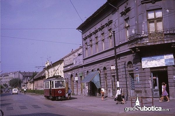 http://www.gradsubotica.co.rs/wp-content/uploads/2013/03/tramvaj-1967-subotica.jpg