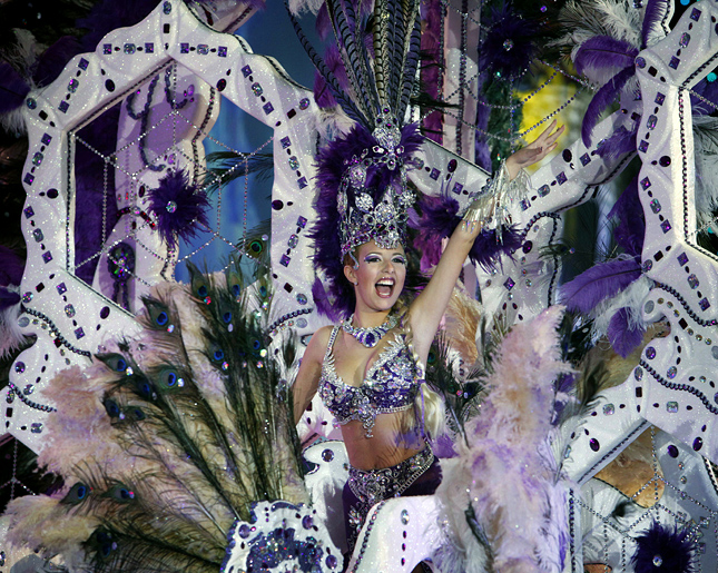 A nomine for Queen of the Santa Cruz carnival shows off her outfit under the watchful eyes of the jury at Santa Cruz de Tenerife on the Spanish Canary island of Tenerife, February 15, 2012. AFP PHOTO/DESIREE MARTIN